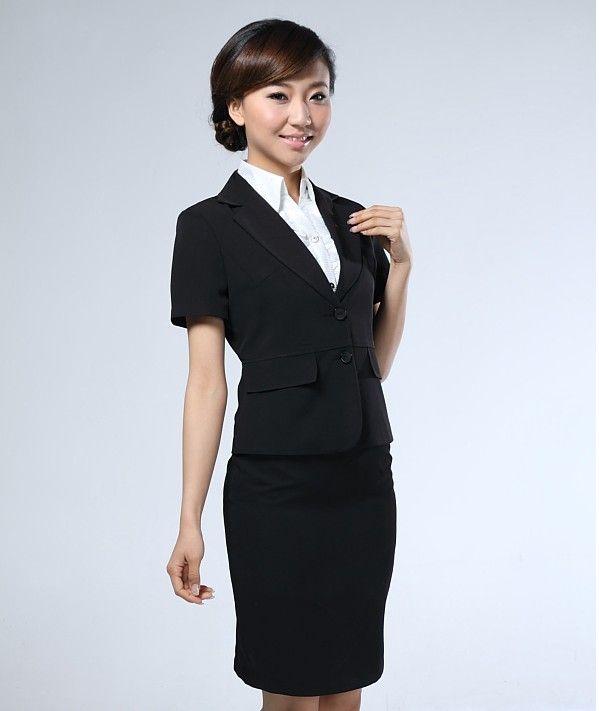 女性穿着西装与职业装的讲究娇兰服装有限公司